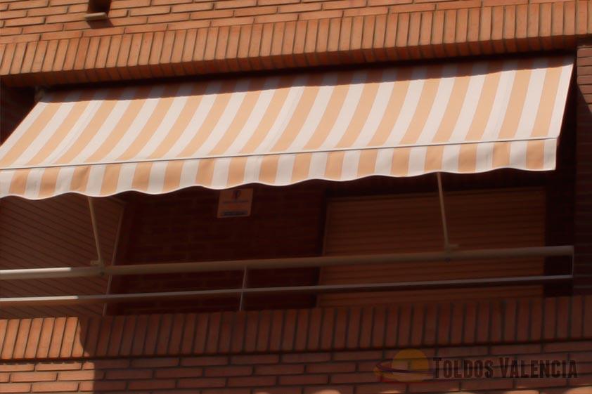 Toldo balc n stor toldos valencia for Brazos para toldos balcon
